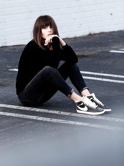 NIKE黒スニーカーの着こなし
