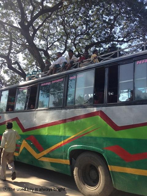 バングラディシュのバス