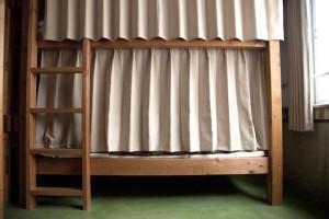 ドミトリーのカーテン