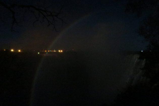 ザンビア_ビクトリアの滝_ルナレインボー