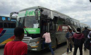 タンザニア(2)ムベヤからアルーシャ。いたって順調な24時間バス移動