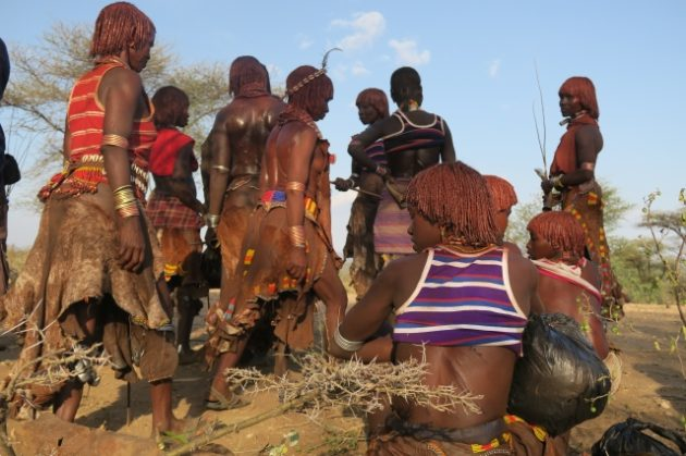 エチオピア_ハマル族_ウィッピング