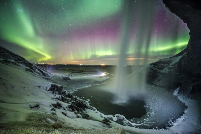 アイスランドのセリャラントスフォスの滝