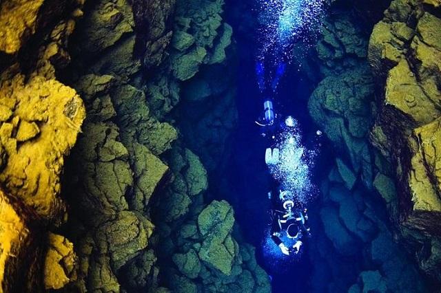 アイスランドのシルフラダイビング