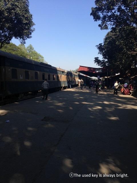 バングラディシュの列車