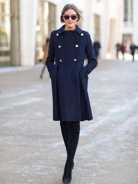 紺のコートのおしゃれなコーディネート