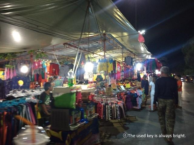 ノッパラッタラビーチのナイトマーケット