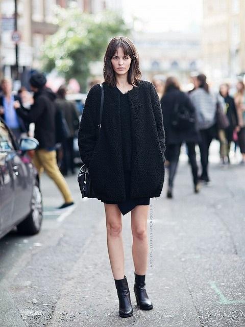 デート服の黒ワンピースコーディネート
