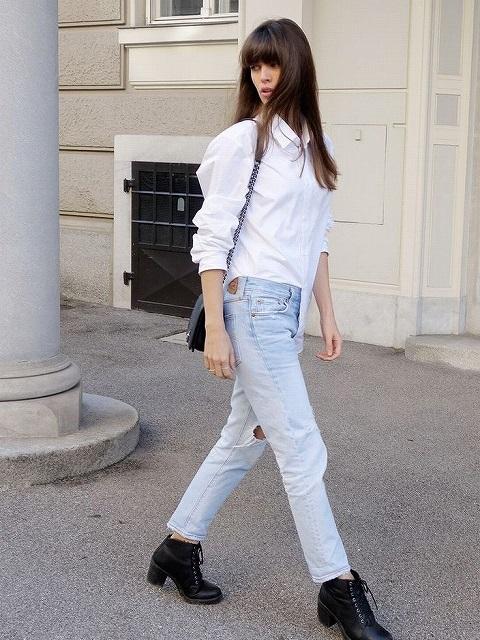 白シャツをすっきり着こなしたレディースコーデ