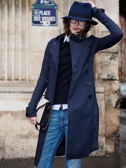 紺、ブルー、ネイビーのスプリングコートのコーデ