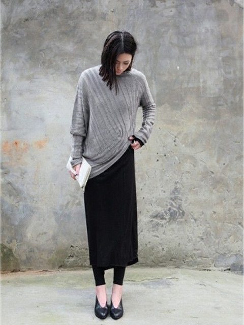 黒ミディアム丈スカートのコーディネート