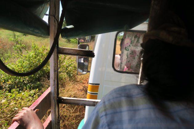 マダガスカル_タクシーブルース