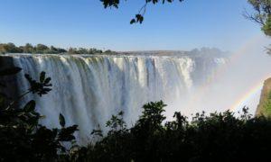 ジンバブエ(1) レインボーハンターが見せる虹への執念@ビクトリアの滝
