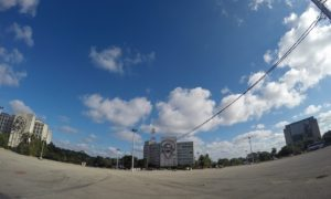 キューバ(4)ゲバラ! カミーロ! カストロ! 革命広場は3人の憩いの場に
