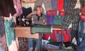 グァテマラ(6)パナハッツェルでのお買い物と久々のテーラーさん